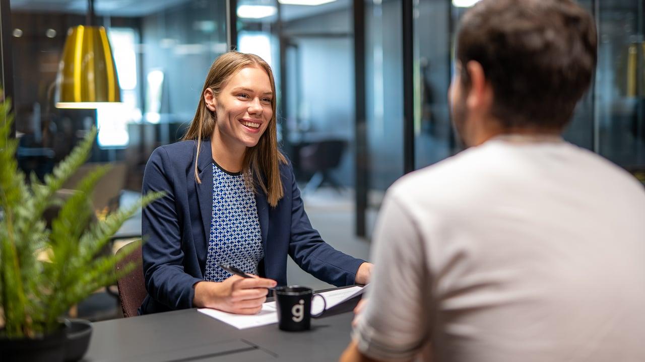 200914_stockfoto_medarbeidersamtalen-1_ansettelse_samtale_godt arbeidsmiljø_intervju