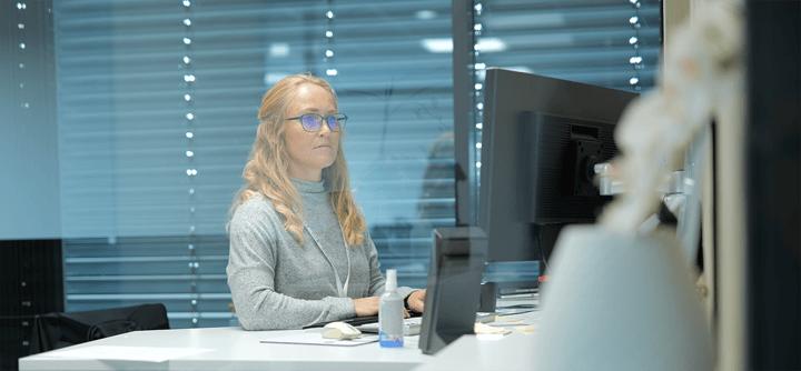 210212-ansattprofl-maybrittsøland-verneombud-kontor-konsentrert