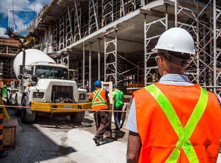 byggeplass-gjør-klart-til-a-arbeide-i-høyden