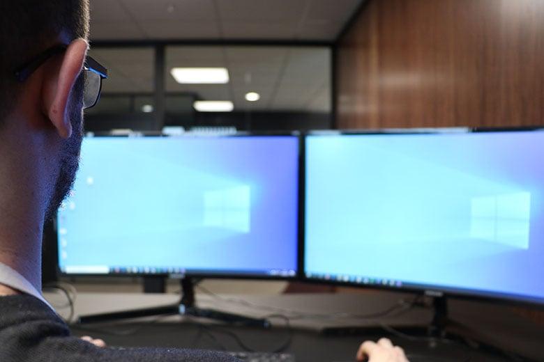 10 tips til god arbeidsstilling foran dataskjerm