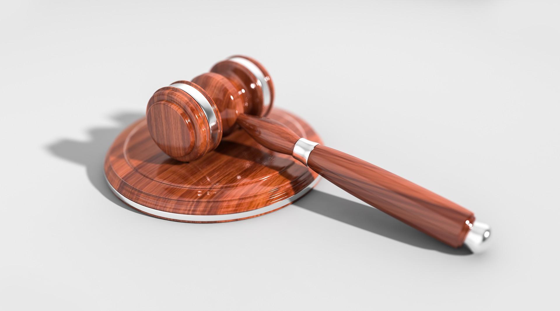 dommergavel på bord skal bestemme ny frist for GDPR
